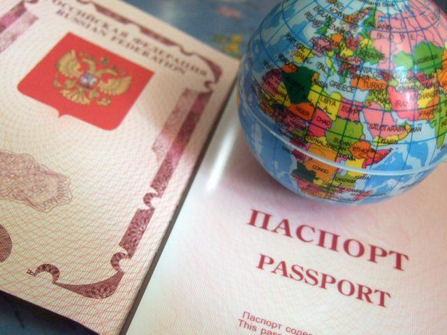 Получение пенсии за границей: как оформить и получить, документы и условия