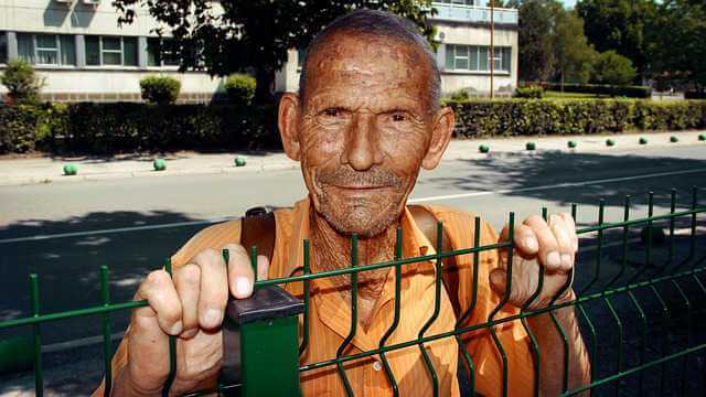 Увольнение пенсионера без отработки: условия и особенности, спорные моменты, законы