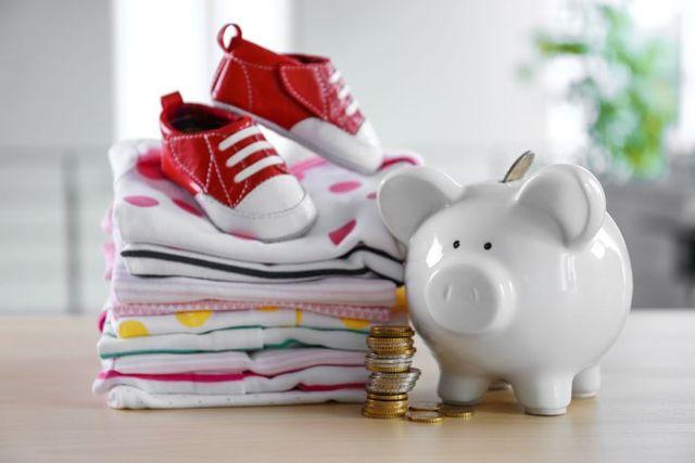 Декретные выплаты и детские пособия для ИП в 2020 году: размер, порядок и особенности получения, правила оформления, необходимые документы