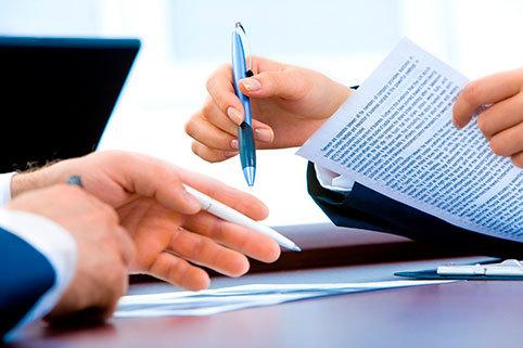Материальная помощь в связи с тяжелым материальным положением в 2020 году: кому положена и как получить, особенности и правила оформления, необходимые документы