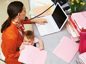 Подарки по родовому сертификату: особенности и порядок получения в 2020 году