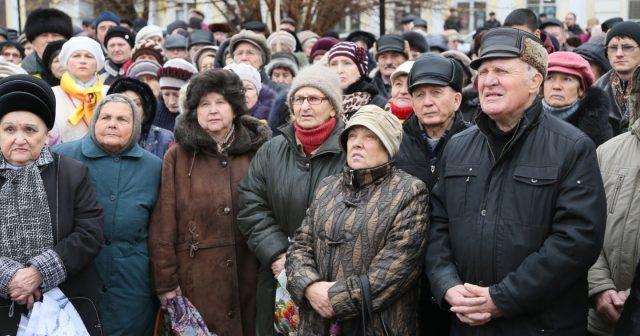 Пенсия в Астрахани и Астраханской области в 2020 году: размер выплат и доплаты, правила и порядок получения, особенности получения, адреса отделений ПФ РФ