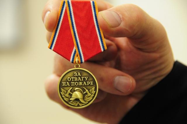 """Медаль """"За отвагу на пожаре"""": льготы и выплаты, кому дают, как оформить помощь"""