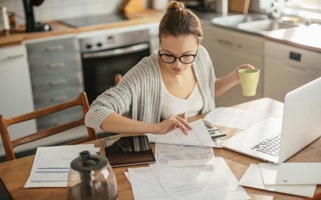 Стаж работы для выхода на пенсию: минимальный срок работы, виды включаемых периодов, законы и последние изменения