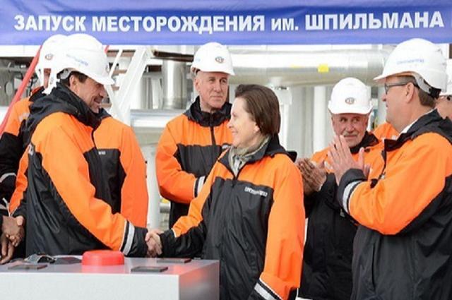 КС РФеще раз пояснил правовые аспекты соотношения МРОТ исеверных надбавок