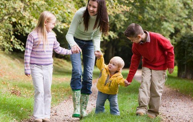 Многодетным родителям предоставили право брать отпуск вудобное время