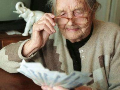 Пенсия ниже прожиточного минимума: доплаты и надбавки, что делать и куда обращаться