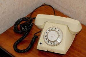 Льготы на телефон: кому положены и как оформить, особенности получения