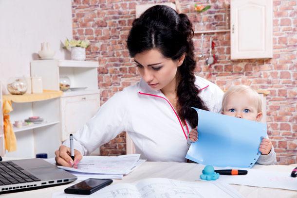 Льготы, права и привилегии матерей-одиночек в 2020 году: помощь одиноким матерям, что положено и как получить, законы и новости