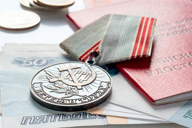 Монетизация льгот ветеранов труда: как получить и оформить, способы, образец заявления