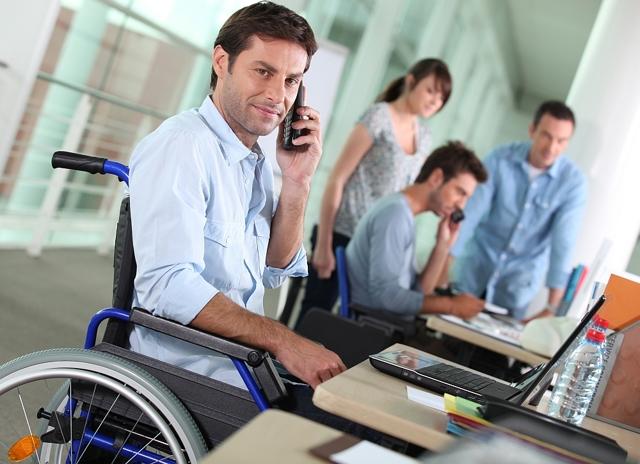 С предприятий, не оформляющих на работу инвалидов, предлагают взимать компенсацию