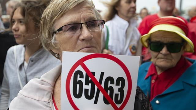 Выход на пенсию женщины: условия выхода, пенсионный возраст, необходимый трудовой стаж и список документов