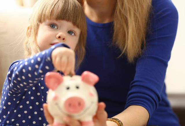 Пособия и выплаты на ребенка в Смоленске в 2020 году: федеральные и региональные, размеры выплат, порядок и условия получения, необходимые документы