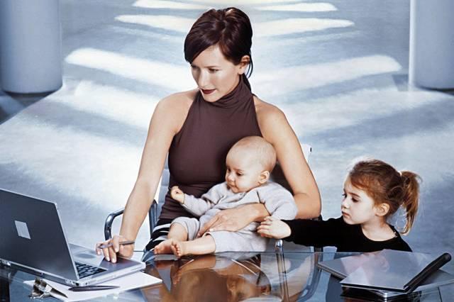Льготы, права и привилегии на работе многодетных матерей и отцов в 2020 году: что положено и как получить, документы, законы, новости